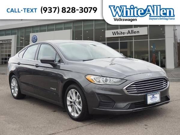 Photo 2019 Ford Fusion Hybrid SE - $15378 (_Ford_ _Fusion Hybrid_ _Sedan_)