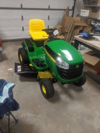 Photo 2020 John Deere 22hp e130 Riding Lawn Mower  Mulching Kit - $1,900 (Dayton)