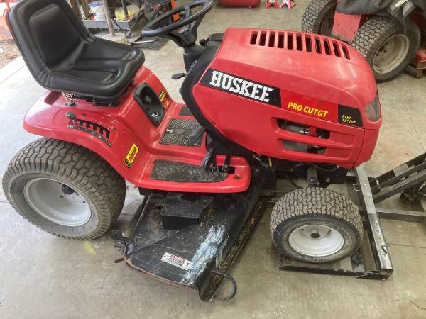 Photo 50 Huskee Pro Cut Automatic riding mower - $550 (West Carrollton)