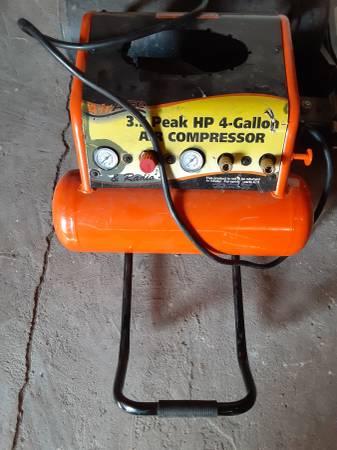 Photo Air Ace 4 gallon 3.5 hp air compressor - $40 (Dayton)