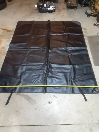 Photo Chevrolet Crew  Double Cab Truck Bed Cover with frame - $75 (New Carlisle)