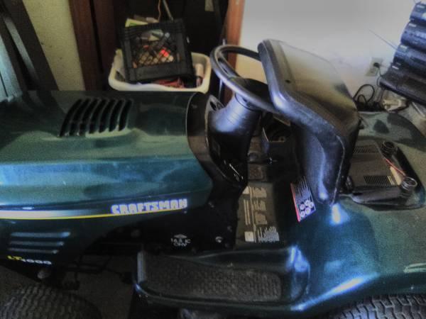 Photo Craftsman Lt1000 riding lawn mower - $350 (South solon)