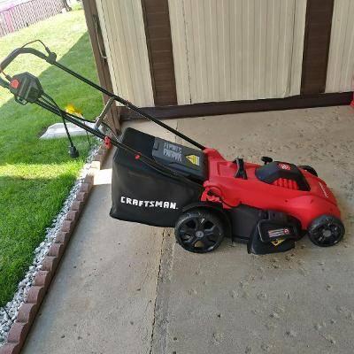 Photo Craftsman electric lawn mower - $125 (Dayton huber)