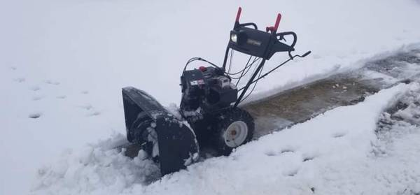 Photo Craftsman snow blower snow thrower 9 hp 28quot electric start - $300 (Huber heights)