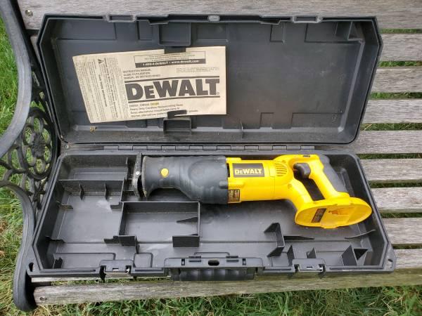 Photo DeWalt Sawzall - $25 (West Carrollton area)