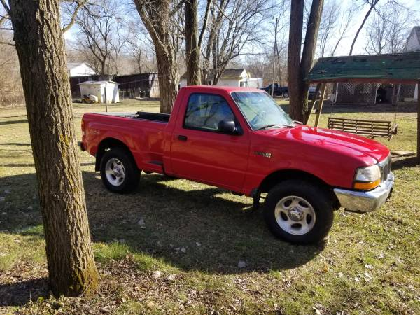 Photo Ford Ranger 4x4 5 speed new tires rust free. - $1,000 (Middletown)