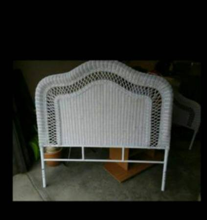 Photo Head  foot boards white wicker - $60 (Kettering)