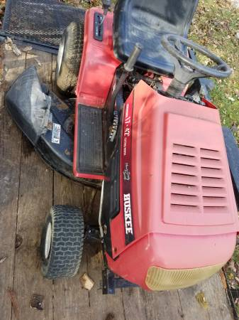 Photo Huskee MTD Riding Mower for Parts - $80 (Cedarville)