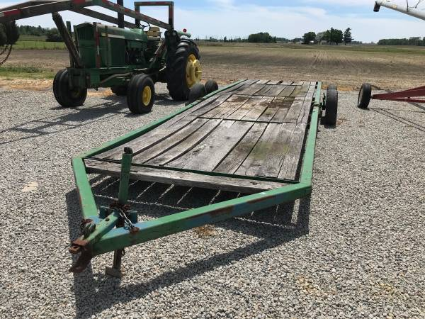 Photo John Deere 201 Trailer - $2,000