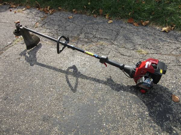 Photo Murray Gas Power String Trimmer with Quick Disconnect Tool Feature - $40 (Dayton)