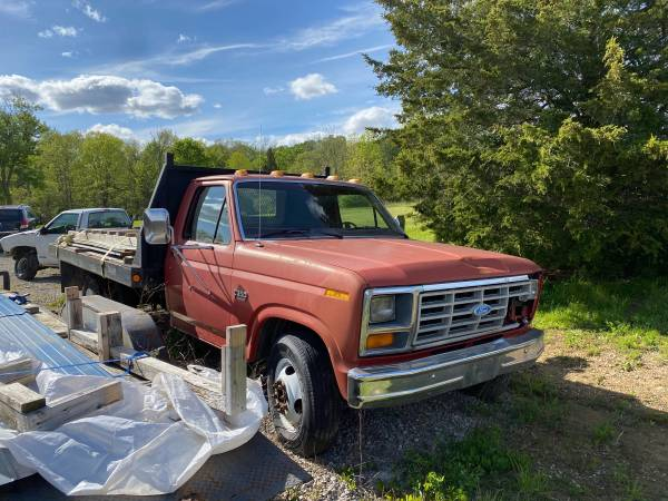 Photo Parting Out 1986 Ford F-350 Flatbed - $50 (Gratis)