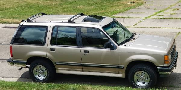 Photo Reliable 1993 Ford Explorer, 4x4, no rust, dependable - $2200 (MIDDLETOWN)