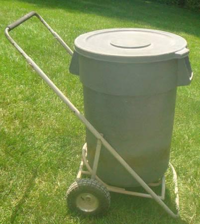 Photo Rolling Trash Can Cart - 44 gallon - REDUCED - $90 (lebanon-mason)