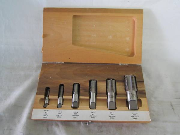 Photo SNAP-ON TDP6 6 PIECE PIPE TAP SET IN CASE - $150 (XENIA)