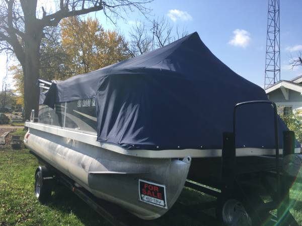 Photo Sharp 2011 Pontoon Boat with 4-stroke WTRAILER - $15,995 (Indian Lake Ohio)