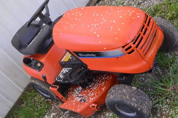 Photo Simplicity Regent Lawn Tractor - $350 (BellbrookCenterville)