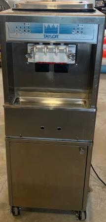 Photo TAYLOR MODEL 161-27 SOFT SERVE ICE CREAM MACHINE - $2,500 (Monroe)