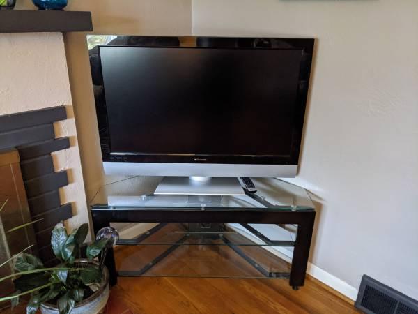 Photo TV  corner TV stand - $100 (Dayton)