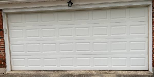 Photo Used 1639 wide x 739 tall non-insulated garage door - $190 (Tipp City)