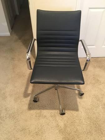 Photo Vegan Leather Desk Chair - $35 (Dayton)