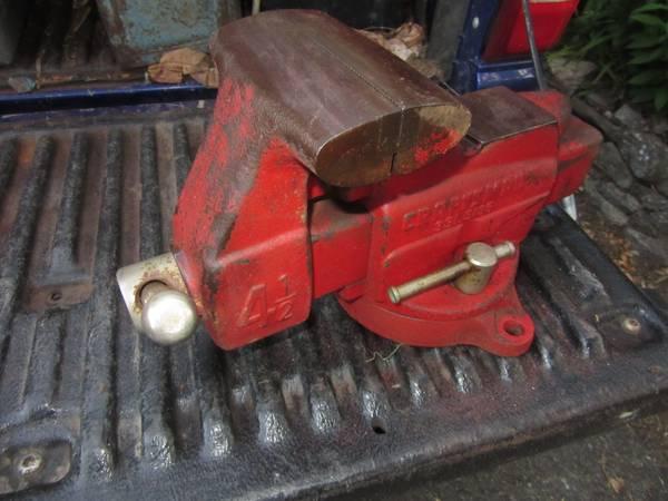 Photo Vintage CRAFTSMAN Bench Vise 4-12 Jaws Swivel Base ,Anvil - $60 (dayton)