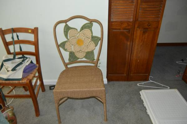 Photo WICKER CHAIR WITH WHITE FLOWER ON BACK - $50 (KETTERING)