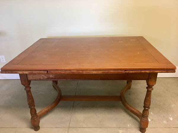 Photo Whitney Maple Dining Room Table - $40 (Ludlow Falls)