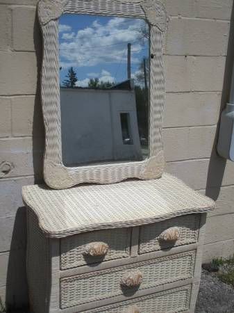Photo Wicker White Washed 4 Drawer Chest And Mirror - $145 (Fairborn)
