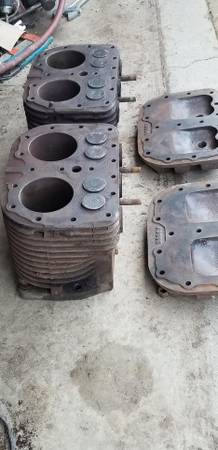 Photo Wisconsin VE4 engine head and cylinder s AB80G - $100 (Huber Heights OH)