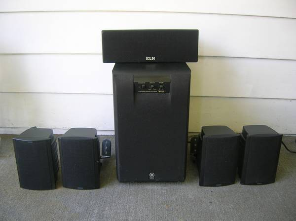 Photo YAMAHA (KLH) Surround speakers with powered sub - $40 (Springfield)