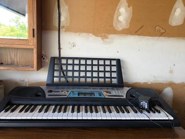 Photo Yamaha Keyboard PSR-170 - $60 (Beavercreek)