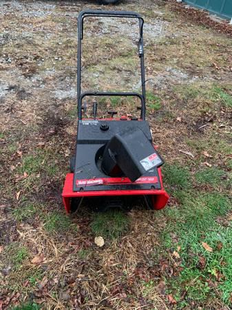 Photo Yard machines snowblower - $45 (Spring valley)