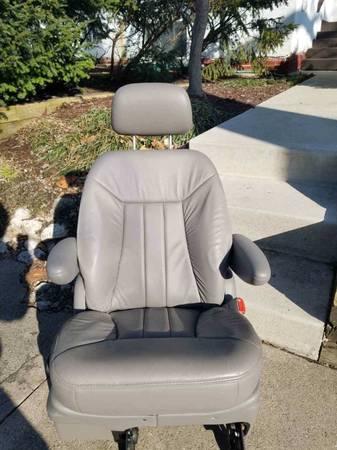 Photo 4 grey vinyl rear seats - $200 (Normal)