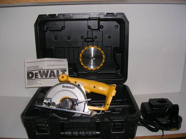 Photo Circular trim saw, portable - $80 (Bloomington)