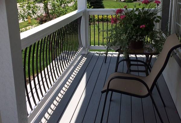 Photo Deck rail balusters curved, wrought iron look - $2 (springfield)