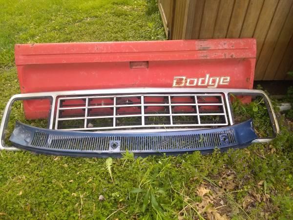 Photo Dodge truck tailgate - $30 (Mechanicsburg)