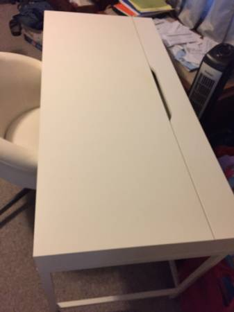 Photo IKEA White Desk Chair - $150 (Decatur)