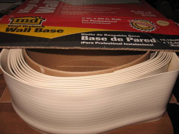 Photo M-D Building Products 4-Inch by 22-Feet Dry Back Vinyl Wall Base - $15 (Peoria)