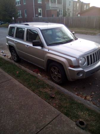 Photo Parting out 2010 Jeep Patriot - $1 (Pana)