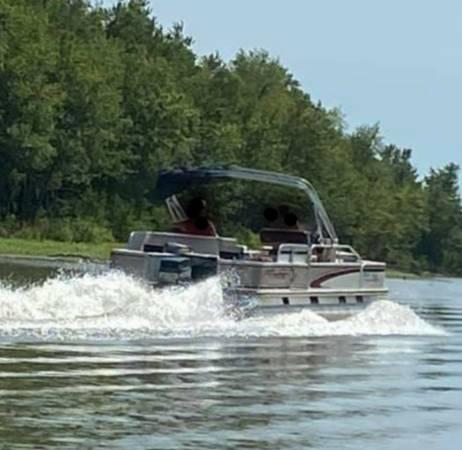 Photo Pontoon boat 1998 fisher - $5,000 (Oakford)