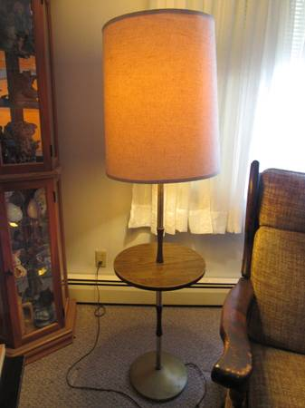Photo Round Table with L - $20 (CHARLESTON)