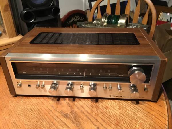 Photo Vintage pioneer sx-690 chromewood stereo receiver works perfect - $200 (Urbana)