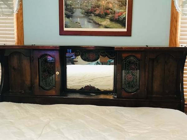 Photo Waterbed frame, headboard, storage drawers (Decatur)