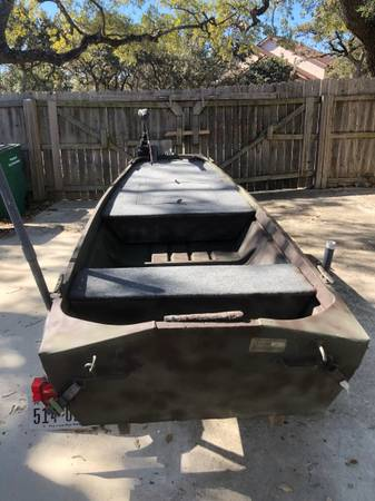 Photo 12 foot Jon boat and trailer (clean title for boat and trailer - $1,600 (San Antonio)