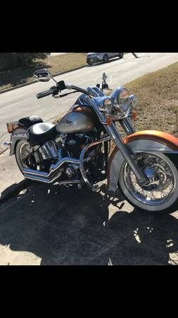 Photo 2014 Harley Davidson Deluxe - $10,999 (San Antonio)