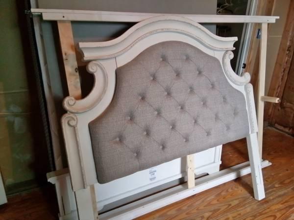 Photo Ashley furniture Full Size bedroom set - $975 (San Antonio)