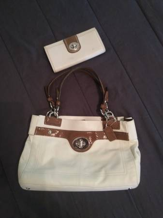 Photo COACH Purse with matching wallet 300. OBO - $300 (Canyon Lake)