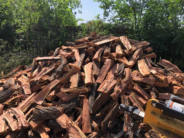 Photo Fire Wood Red Mesquite -Oak FireWood Excellent - $160 (Lytle)