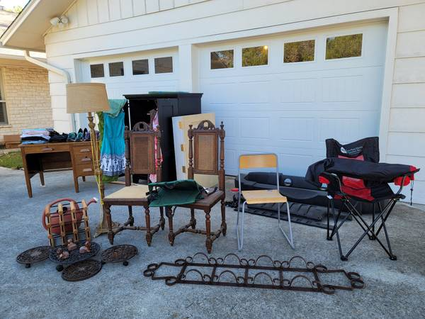 Photo Garage Sale (Canyon Lake)