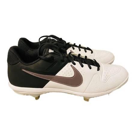 Photo New Nike Huarache Mens Varsity Baseball Metal Cleats WhtBlk Size 13 - $20 (Seguin tx)